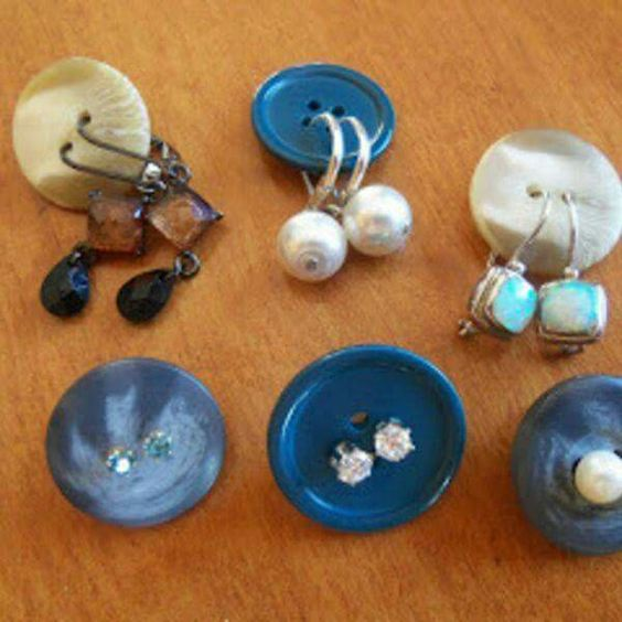 travel-tips-2-buttons-for-earrings