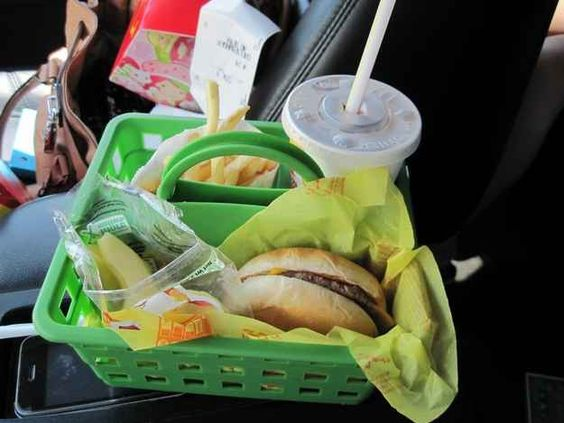 travel-tips-8-eating-in-car